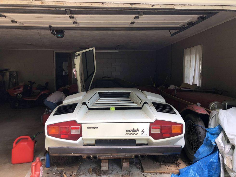 Kleindochter Vindt Lamborghini En Ferrari In Omas Opslag
